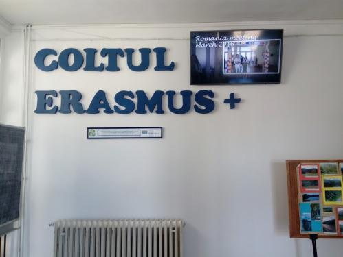rulare materiale video pe ecranul digital de la Coltul Erasmus (1)